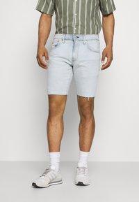 Levi's® - 412™ SLIM - Denim shorts - light blue denim - 0