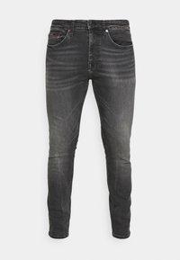 Tommy Jeans - AUSTIN SLIM TAPERED - Zúžené džíny - grey denim - 4