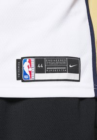 Nike Performance - NBA NEW ORLEANS PELICANS ZION WILIAMSON SWINGMAN - Article de supporter - white/club gold - 5