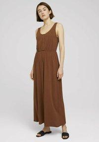 TOM TAILOR DENIM - Maxi dress - amber brown - 0