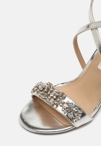 Dorothy Perkins - SHOWCASE BUTTERFLY - Sandals - silver - 7