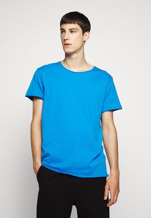 KENDRICK - Basic T-shirt - cobalt