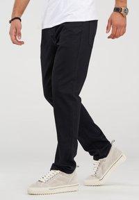 Jack & Jones - CLARK JJARIS  - Straight leg jeans - black denim - 1