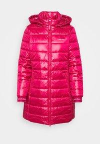 ESSENTIAL SORONA COAT - Krátký kabát - red