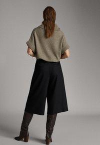 Massimo Dutti - Shorts - black - 2