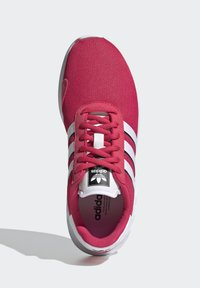 adidas Originals - LA TRAINER LITE SHOES - Sneakers laag - pink - 3