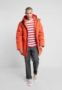 Carhartt WIP - TROPPER - Wintermantel - brick orange - 1