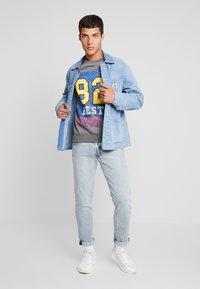 Best Company - CREW NECK - Sweatshirt - grey melange - 1