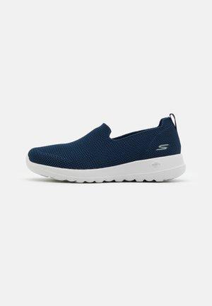 GO WALK JOY - Sportieve wandelschoenen - navy/white