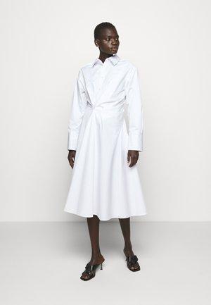 SOPHIE - Vestido camisero - white