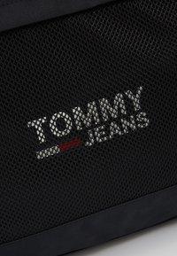 Tommy Jeans - COOL CITY DUFFLE - Sportovní taška - black - 8