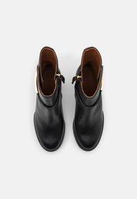 Tory Burch - Kotníková obuv na vysokém podpatku - perfect black - 4