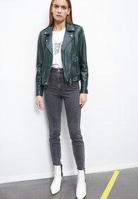 SET - THE TYLER - Leather jacket - scarab - 0