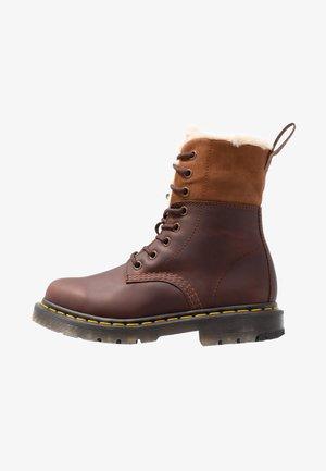 1460 KOLBERT SNOWPLOW - Lace-up ankle boots - dark brown