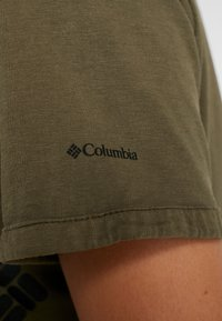 Columbia - CSC™ PIGMENT TEE - Print T-shirt - olive green - 6