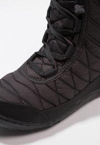 Columbia - YOUTH MINX MID III WP OMNI-HEAT - Winter boots - black/iceberg - 2