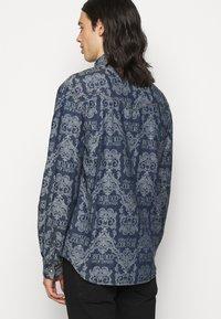 Versace Jeans Couture - BAROQUE - Shirt - light blue - 4