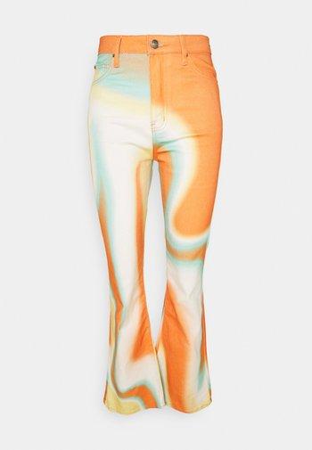 BOOTCUT - Slim fit jeans - orange