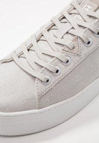 HUB - HOOK XL - Sneakers - neutral grey/white - 2