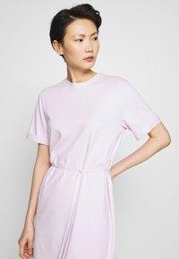 Filippa K - CREW NECK  DRESS - Žerzejové šaty - lilac snow - 5