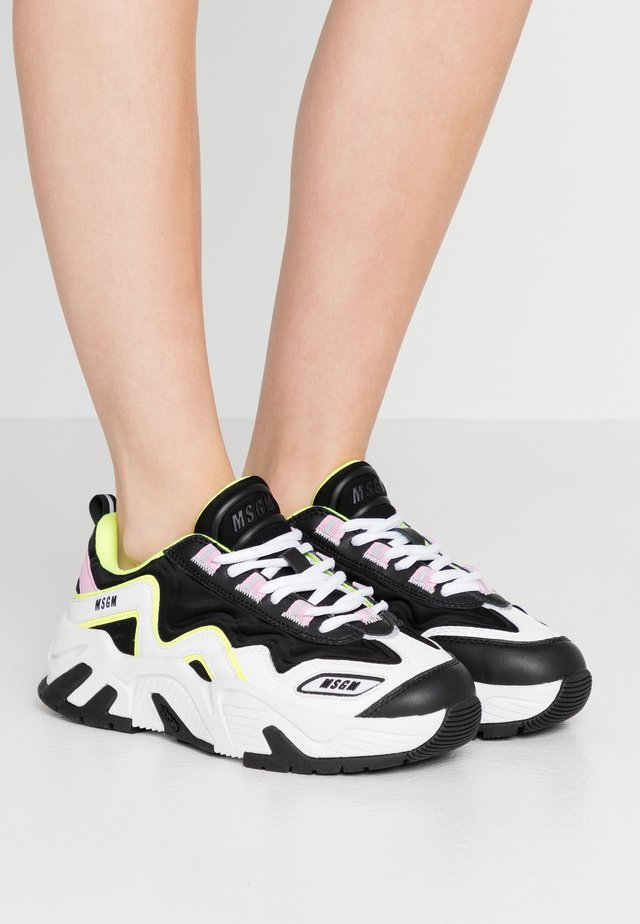 DONNA SHOES - Sneakersy niskie - pink/black