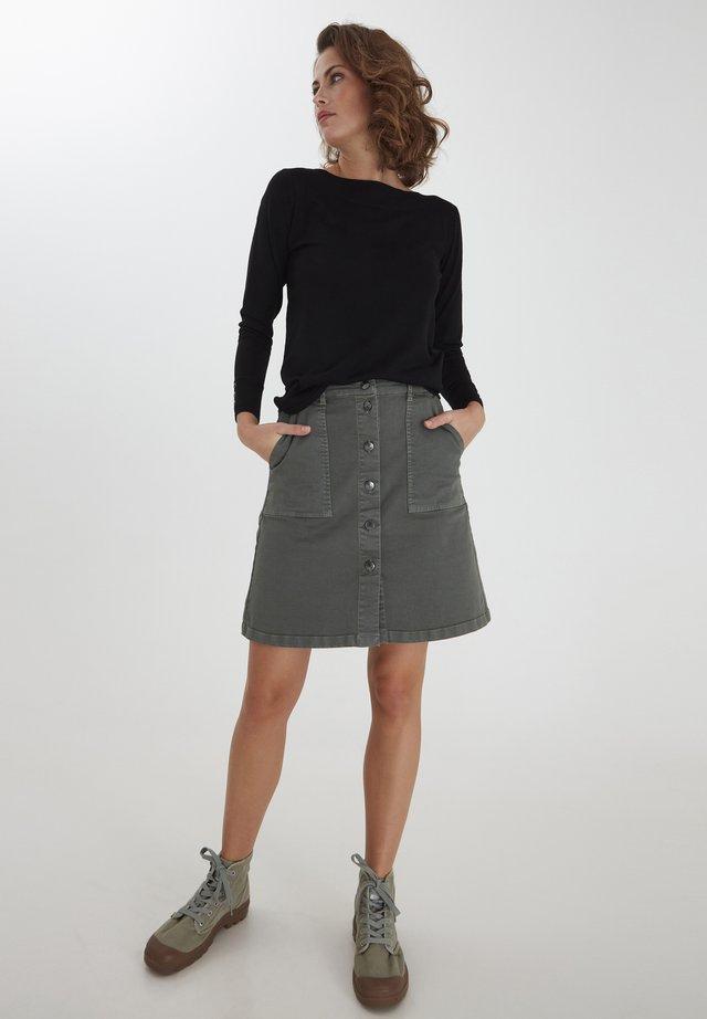 ZUBASIC - Sweter - black
