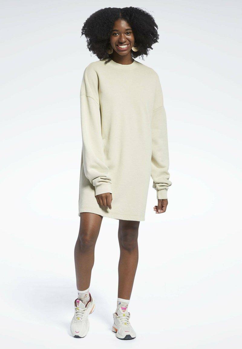 Reebok Classic - REEBOK CLASSICS NATURAL DYE OVERSIZE CREW DRESS - Jersey dress - beige