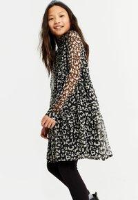WE Fashion - MET LUIPAARDDESSIN - Robe d'été - all-over print - 1