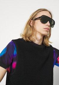 Alexander McQueen - UNISEX - Solbriller - black/grey - 0