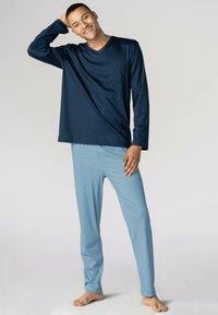mey - LANGER SCHLAFANZUG - Pyjama set - yacht blue - 0