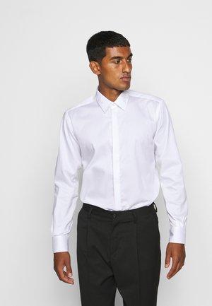 MODERN FIT - Formální košile - white