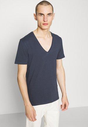 QUENTIN - Basic T-shirt - blau