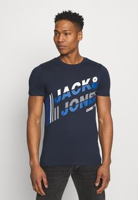 Jack & Jones - JCOALPHA TEE - Print T-shirt - navy blazer - 0