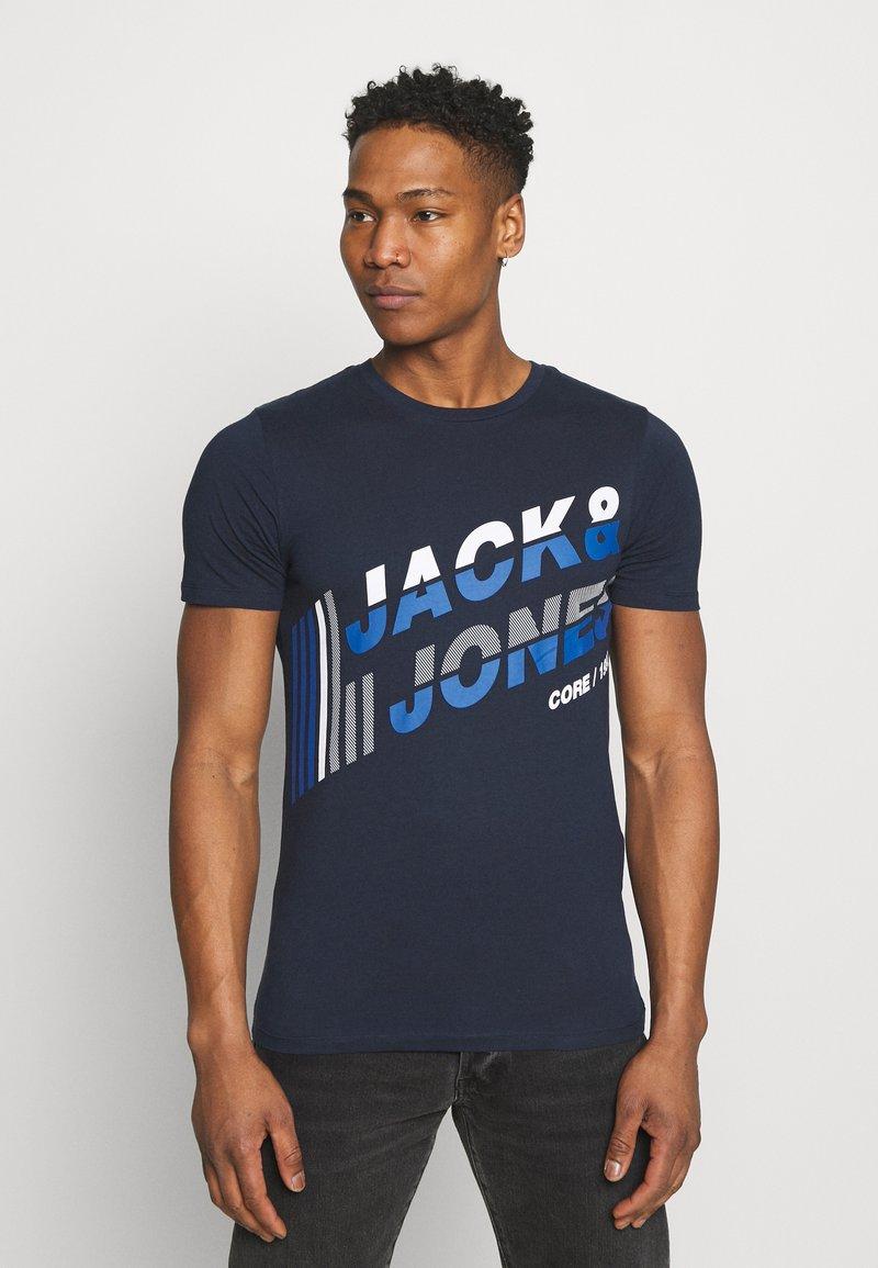 Jack & Jones - JCOALPHA TEE - Print T-shirt - navy blazer