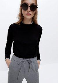 Uterqüe - STRETCH  - Trousers - grey - 3