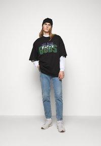 GCDS - OVER NASCAR TEE - Print T-shirt - black - 1