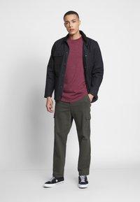 TOM TAILOR DENIM - LONG BASIC WITH LOGO - T-Shirt basic - deep burgundy melange - 1