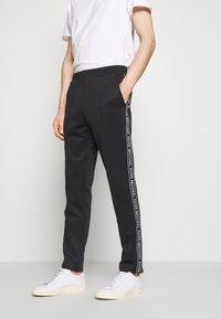 Michael Kors - STREET LOGO PANTS - Teplákové kalhoty - black - 0