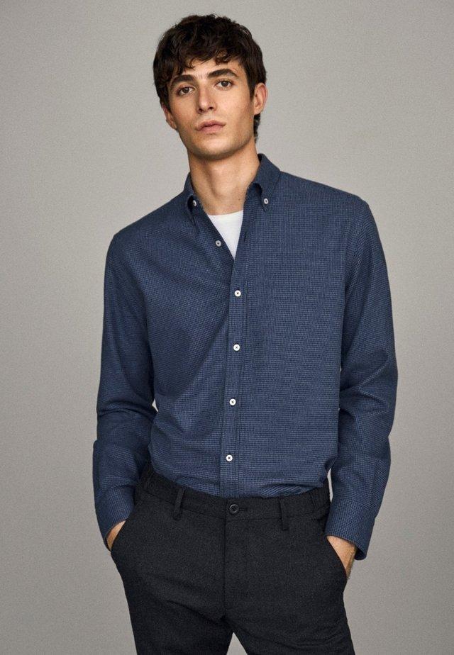 MIT HAHNENTRITTMUSTER - Koszula - blue