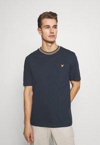 Lyle & Scott - Print T-shirt - dark navy - 0