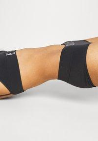 ELLE - SEAMFREE SHORT - Pants - black - 3