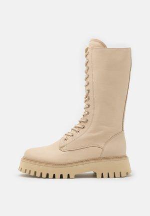 GROOV-Y - Platform boots - camel