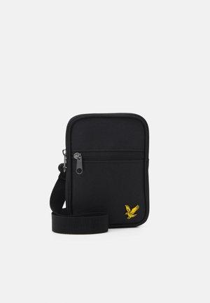 SMALL MESSENGER UNISEX - Across body bag - true black