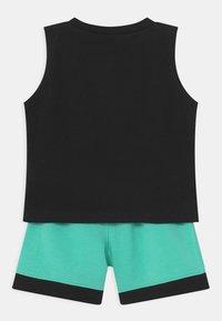 Jordan - VARSITY PATCHES SET UNISEX - Sports shorts - tropical twist - 1