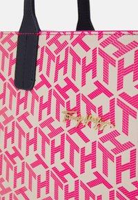 Tommy Hilfiger - ICONIC TOTE MONOGRAM SET - Velká kabelka - pink - 5