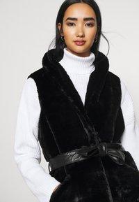 ONLY - ONLOLLIE WAISTCOAT - Waistcoat - black - 5