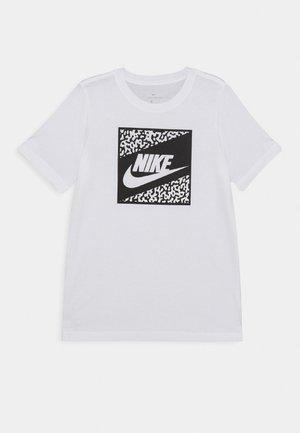 TEE BEACH FUTURA UNISEX - T-shirt con stampa - white