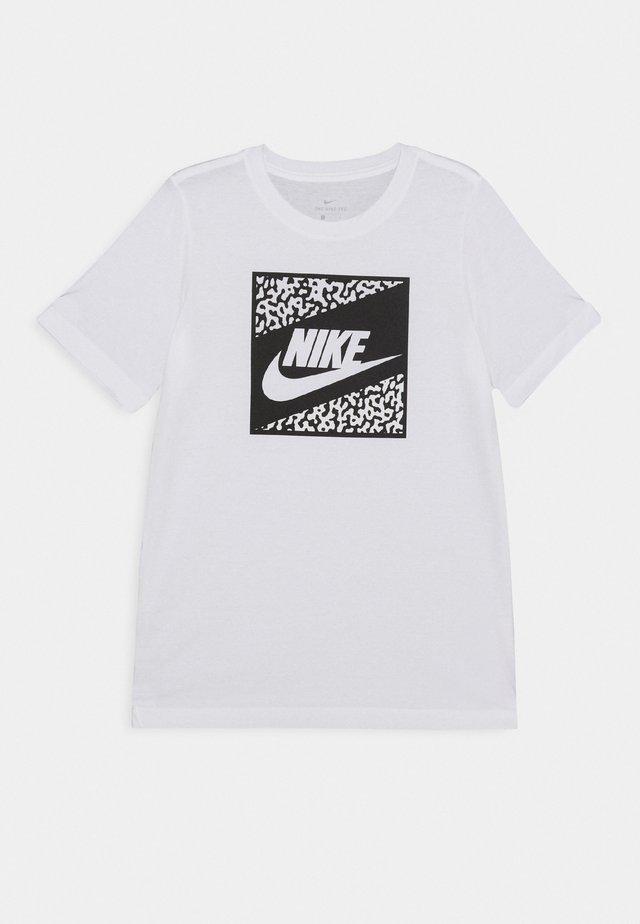 TEE BEACH FUTURA UNISEX - Print T-shirt - white