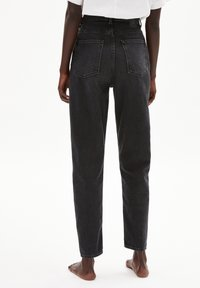 ARMEDANGELS - MAIRAA - Straight leg jeans - washed down black - 2