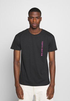 JORTOKYO TEE CREW NECK - Print T-shirt - tap shoe
